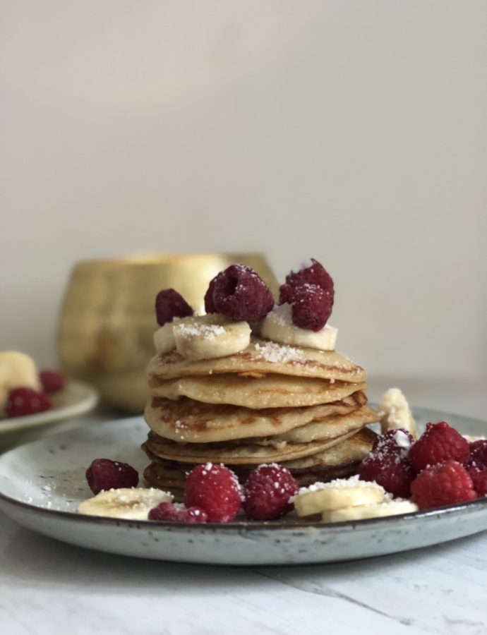 """Vegan-Everything"" (vegan pancakes with fruits)"
